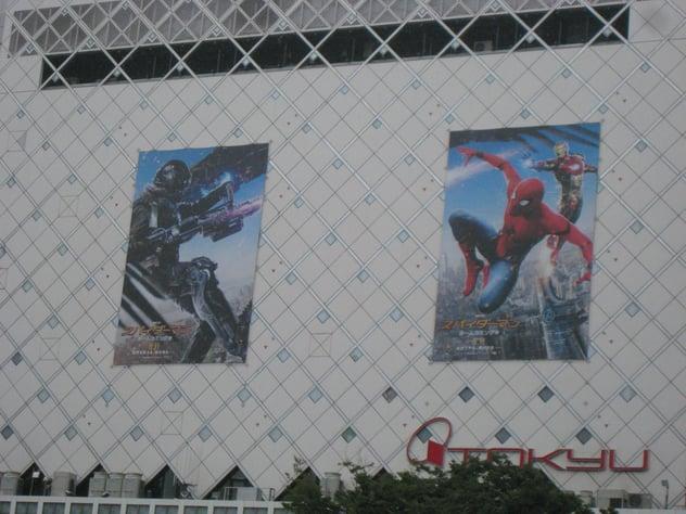 渋谷で代表的な看板-4
